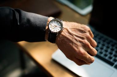 De gunstige effecten van een middagdutje op kantoor
