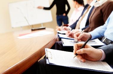 En réunion : on note peu… mais on note utile !
