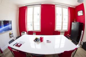 salle-de-reunion-equipee-centre-paris-bird-office