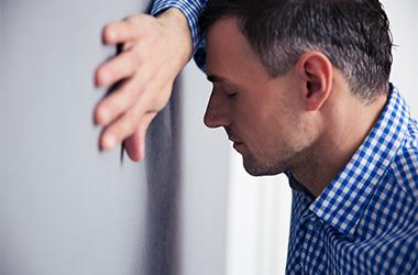 Malade au travail : que faire ?