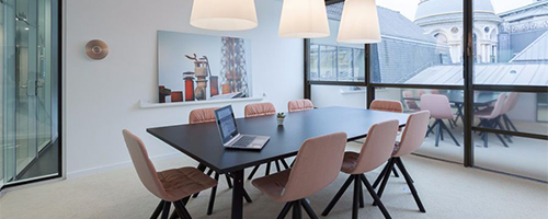 Une salle de réunion élégante
